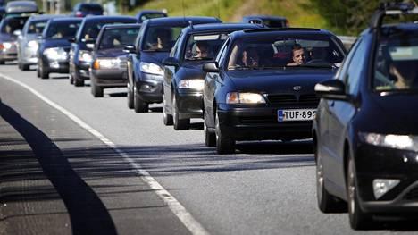 Ruuhkamaksuilla halutaan vähentää liikenteen päästöjä.