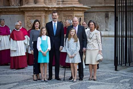 Maaliskuussa kuningas Felipe vaikutti saaneen tarpeekseen isänsä toilailuista ja lakkautti ex-kuninkaan vuotuisen määrärahan, joka on ollut vajaan 200 000 euron suuruinen.