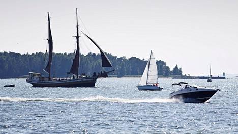 Huviveneellä pitää jatkossa olla päällikkö, mutta veneen vuokraaminen helpottuu.