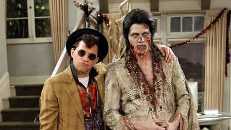 Miehen puolikkaat -sarjassa Jon Cryer esittää Alania, joka pukeutuu Halloween-jaksossa Duckieksi kasarielokuvan mukaan. Ashton Kutcherin näyttelemä Walden sonnustautuu Elvis-zombieksi.