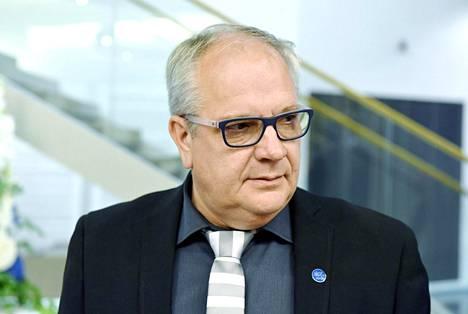Kansanedustaja Kaj Turunen siirtyy sinisistä kokoomukseen.