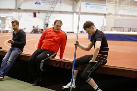 Kimmo Kinnunen valmentaa poikaansa Jamia.