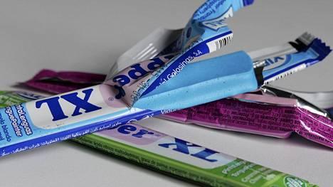 Ruokavirasto on aloittanut selvityksen sinisten Dipper-patukoiden turvallisuudesta saatuaan useita yhteydenottoja oireista. Toistaiseksi syytä koettuihin oireisiin ei kuitenkaan tiedetä, eikä niiden yhteyttä Dipper-patukoihin voida varmentaa.