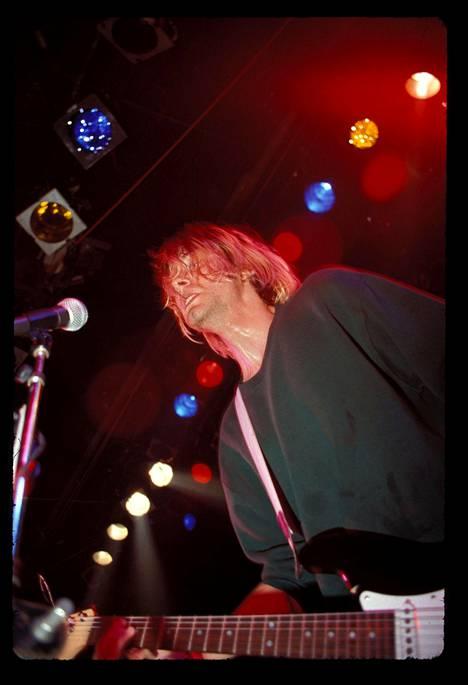 Kurt Cobain esiintymässä Hollywoodissa vuonna 1991.