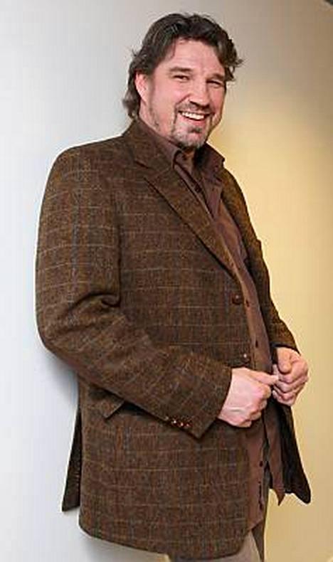 Pentti Hietanen vetää Nenäpäivän keräyslähetyksessä Deep Purplea.