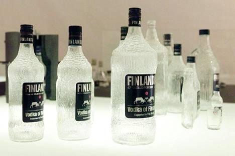 Tapio Wirkkala: Finlandia Vodka -pulloja.