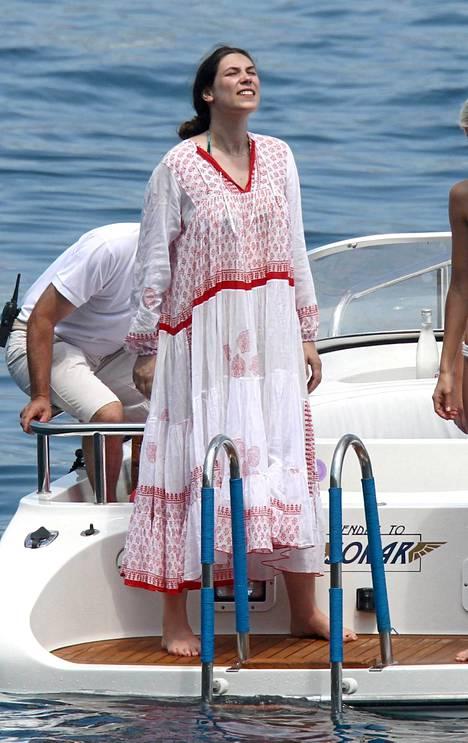 Tatiana Santo Domingo pukeutuneena tavaramerkkiinsä tunikaan Italian Portofinossa 2013