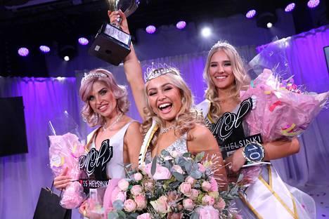 Toiseksi perintöprinsessaksi sijoittui Mari Pylkkänen, ensimmäiseksi perintöprinsessaksi puolestaan Annika Piitulainen. Keskellä Miss Helsinki 2020 Inna Tähtinen.