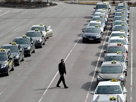 Helsinki-Vantaan lentoasema on tärkeä paikka monelle taksikuskille.