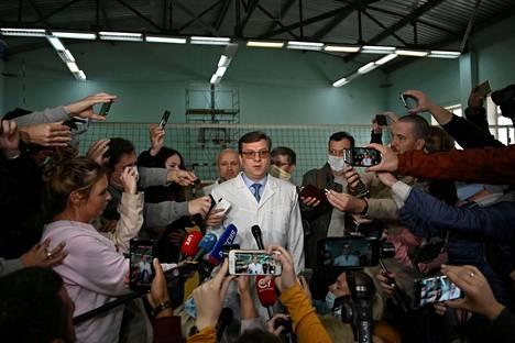 Navalnyin hoidosta vastannut Aleksandr Murahovski antoi elokuussa 2020 lausuntoa oppositiopoliitikon terveydentilasta Omskin kaupunginsairaalassa. Hän toimii nykyisin Omskin alueen terveysministerinä.