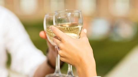 Terveyden kannalta ylipainon ja alkoholin sekoittaminen on vaarallinen cocktail.