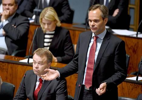 Kai Mykkänen valittiin kokoomuksen eduskuntaryhmän puheenjohtajaksi ilman vastaehdokkaita, mutta Petteri Orpon innokkuus Mykkäsen tukemisessa aiheutti närää ryhmän sisällä. Kokoomuksessa ryhmänjohtaja on keskeisessä roolissa puheenjohtajan työparina.