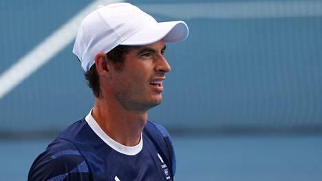 Andy Murray voitti parinsa Joe Salisburyn kanssa miesten nelinpelin avausottelun.