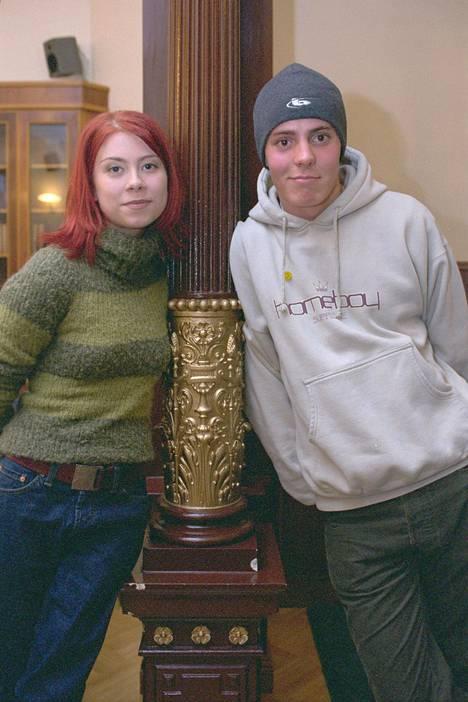 Venla Saartamo ja Jasper Pääkkönen rooleissaan vuonna 2000.