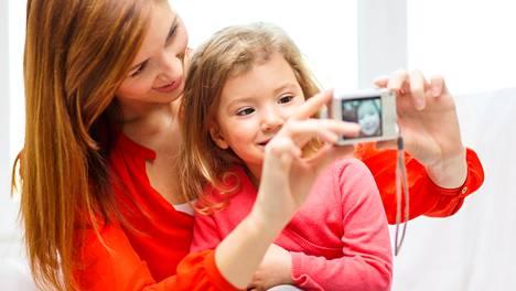 Lasten kuvien julkaisemisessa verkossa pitäisi olla hyvin varovainen, sillä kuva voi aiheuttaa ongelmia lapselle myös myöhemmin elämässä.