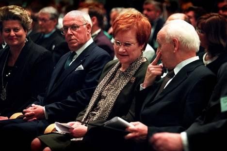 Vuonna 2000 suomalais-ugrilaisten kansojen maailmankongressi järjestettiin Helsingissä. Tilaisuudessa mukana olivat tuolloin myös Viron presidentti Lennart Meri, tasavallan presidentti Tarja Halonen ja Unkarin presidentti Ferenc Madlin.