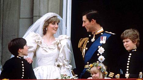 750 miljoonaa silmäparia ympäri maailmaa seurasi Dianan ja Charlesin satuhäitä. Televisioidut häät ovat BBC:n mukaan edelleen maailman kaikkien aikojen seuratuin tv-lähetys.
