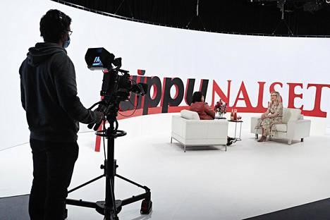 AlfaTV:llä esitetään muun muassa Huippunaiset-ohjelmaa, jossa Jaana Villanen haastattelee eri aloilla ansioituneita naisia.