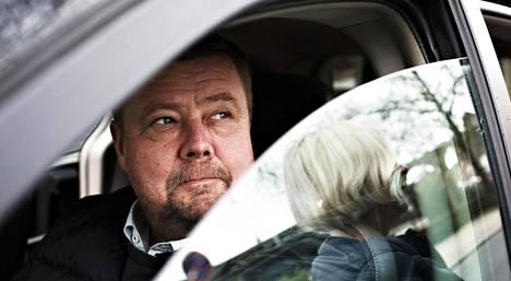 Pekka Perä autossaan Luxemburgissa vuonna 2017.