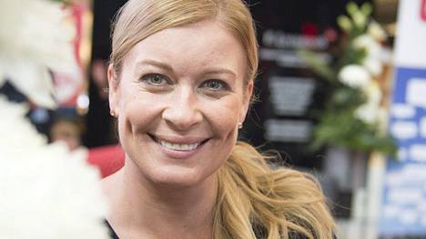 43-vuotias Kirsi Alm-Siira kävi yläastetta 1980-luvulla.