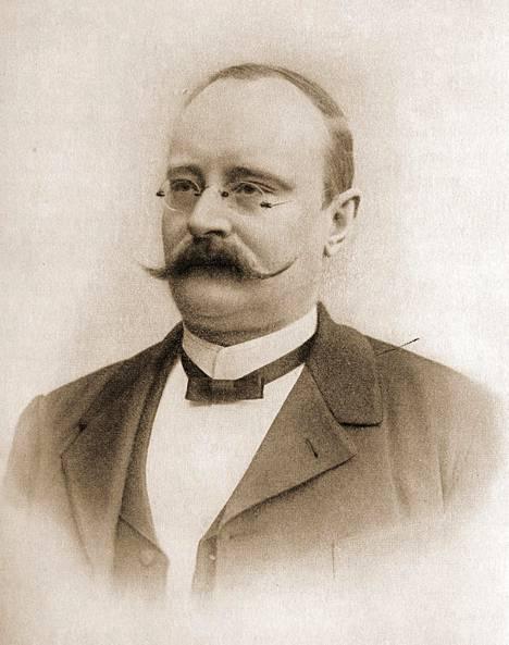 Vuorineuvos Fritz Arthur Jusélius rakennutti, vuokrasi, osti ja myi sahoja.