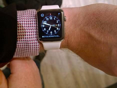 Apple Watch ei tuuttaile viestin saapuessa, viestin saapumisen merkiksi kello värisee ranteessa.