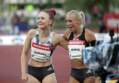 Reetta Hurskeen ja Annimari Kortteen hurjat juoksut Joensuun GP-kisassa ilahduttivat Manuela Boscoa.