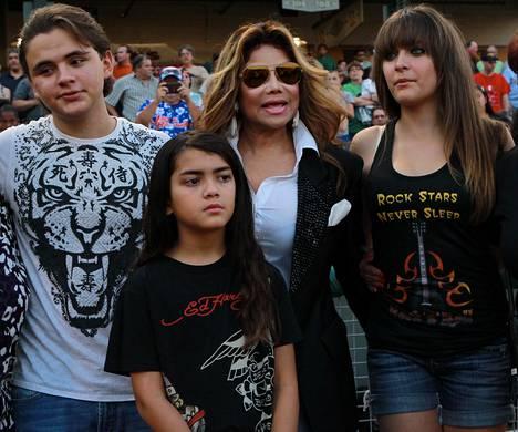 Prince, Paris and Blanket tätinsä LaToya Jacksonin kanssa vuonna 2012.