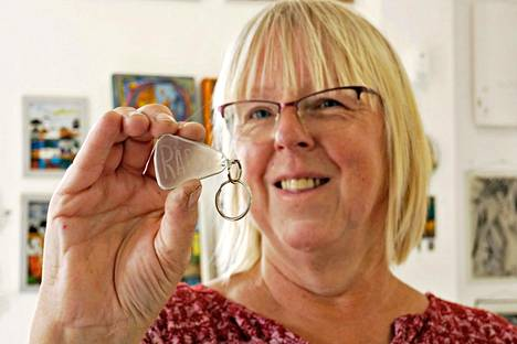 – Taiteilijat ja kädentaidon tekijät kun tulisivat tänne taideyhteisöksi, lasitaiteilija Marja Lahti toivoo.