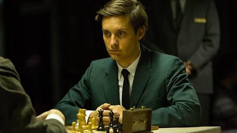 Tobey Maguire on hyvä valinta vainoharhoihinsa musertuvan shakkimestarin Bobby Fischerin rooliin.
