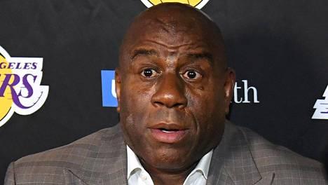 "Earvin ""Magic"" Johnson eroaa Los Angeles Lakersista"