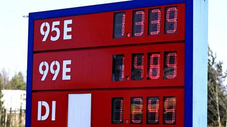 Polttoaineen hinnat Teboil Sveitsinhovissa Hyvinkäällä 26. maaliskuuta.