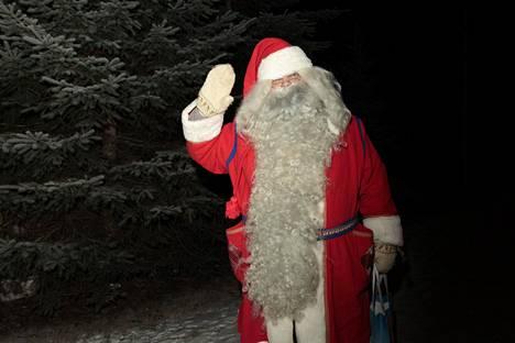 Joulupukkiliiton presidentti Mika Väkeväinen sanoo, että pukkeja on tilattu vuodenaikaan nähden ennätyksellisen vähän. Pikkujoulukeikat puuttuvat lähes kokonaan.