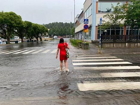 Kadut tulvivat Savonlinnassa.