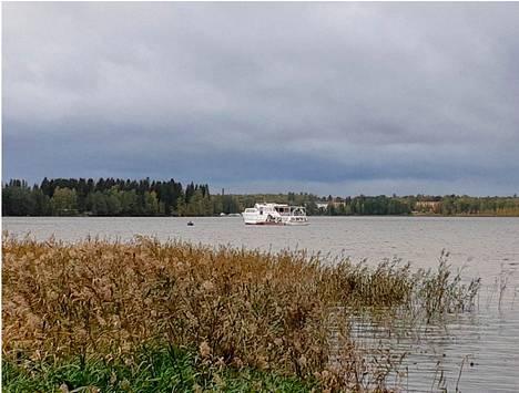 IS:n lukija kuvasi rannasta M/S Tampereen pelastusoperaation.