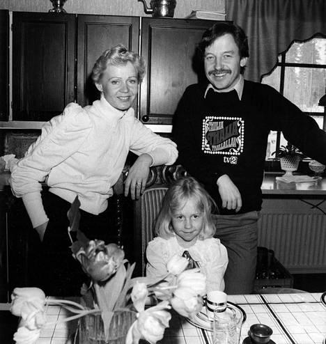Koko perhe juhli syntymäpäiviä aina antaumuksella. Isälleen Reijo Salmiselle Krisse uskalsi tunnustaa vaikeatkin asiat.