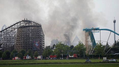 Raju tulipalo riehuu Europa-Parkin teemapuistossa.