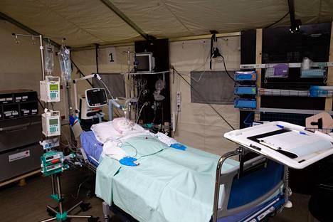 Meilahden tornisairaalan parkkihalliin rakennettiin keväällä varasairaala koronapotilaiden hoitoa varten.