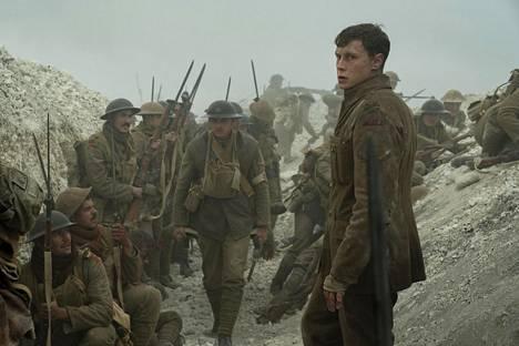 Ensimmäiseen maailmansotaan sijoittuva Taistelulähetit – 1917 kertoo sotilaasta (George Mackey), joka saa tehtävän viedä viestin taistelutantereen läpi muille brittisotilaille.