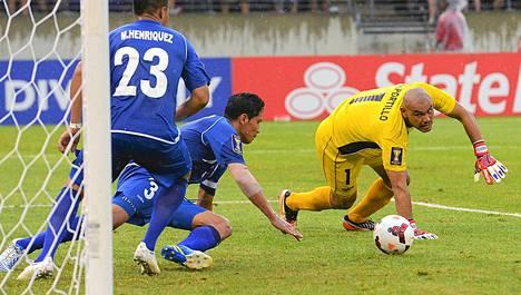 Rovaniemen Palloseuraa edustava Victor Turcios (numero 3) oli mukana, kun El Salvador hävisi USA:lle 1-5.