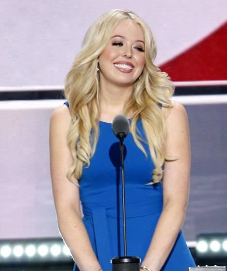 Tiffany oli yhtä hymyä kameroiden edessä, vaikka myönsikin puheessaan, että esiintyminen jännitti häntä.