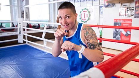 Elina Gustafsson ilmoitti nyrkkeilijäuransa päättymisestä marraskuussa 2020.