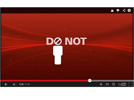 Älä ole se henkilö, joka pitää poistaa teatterista tekstiviestien lähettämisen takia, varoittaa Cinemark valkokankaalla.