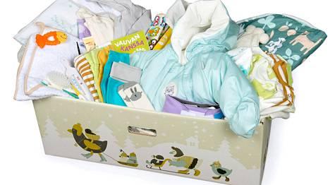 Suomalainen äitiyspakkaus sisältää 54 tuotetta.