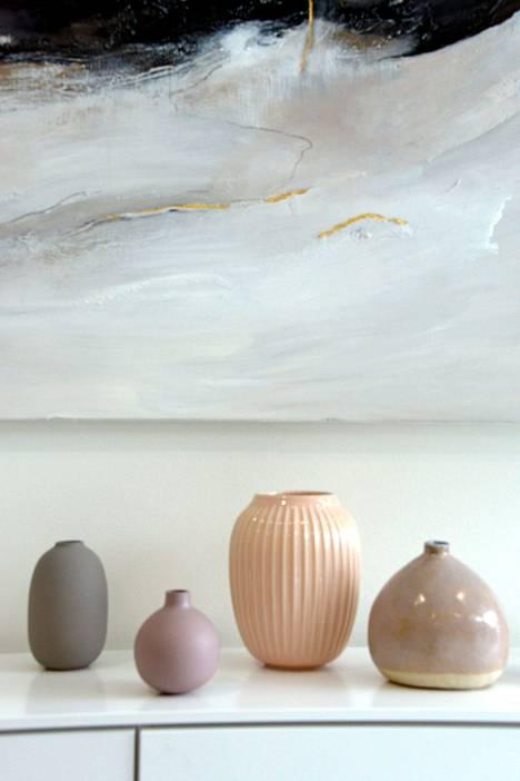 Trendivärit näkyvät myös keramiikassa ja kodin taide-esineissä.