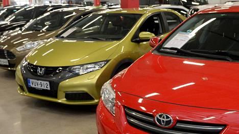 Autokauppa kävi alkuvuonna tahmeasti. Dieselautojen myynti hiipuu edelleen.