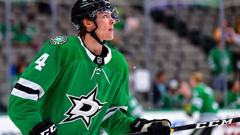 """NHL-valmentaja mykistyi 19-vuotiaan suomalaissensaation otteista: """"En voi kehua tarpeeksi"""""""