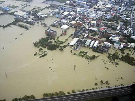 Taifuuni aiheutti laajoja tulvia.