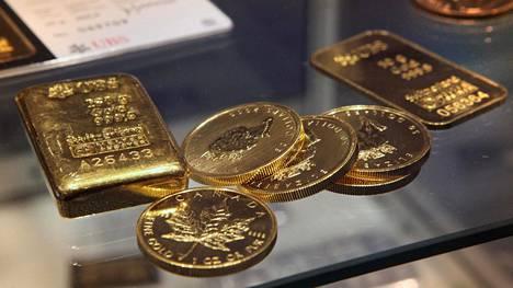 Kultakolikoita ja -harkkoja veromessuilla vuonna 2010.
