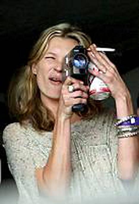 Kate Moss joutui sivuun Burberryn kampanjasta.